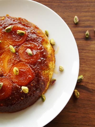 Apricot_pistachio_cake_whole