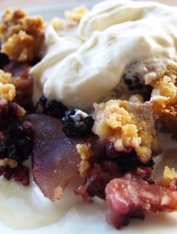 Pear_and_berry_crumble